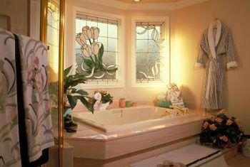 Leuke maniere om jou badkamer te versier sonder om geld te spandeer