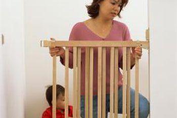 Hoe om kinderdigte hekke op gipsmure te installeer