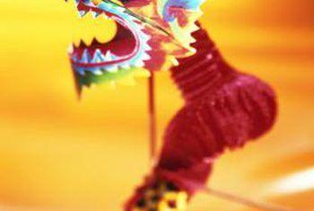 Hoe om Chinese draak dekor te maak