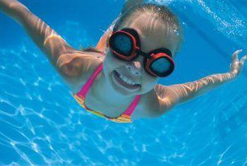 Hoe om lekkasies in `n swembad rondom die strale te herstel